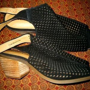 Lucky Brand new sandals 7 1/2